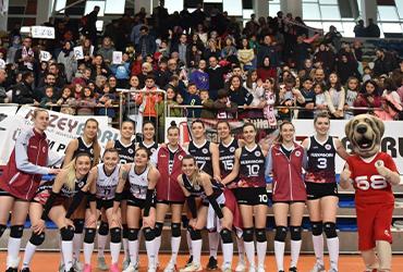 kuzeyboru-volleyball-team.jpg (157 KB)